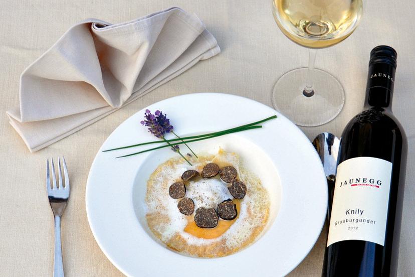 Köstliche Spezialitäten mit passender Weinbegleitung | © Naturhotel Enzianhof