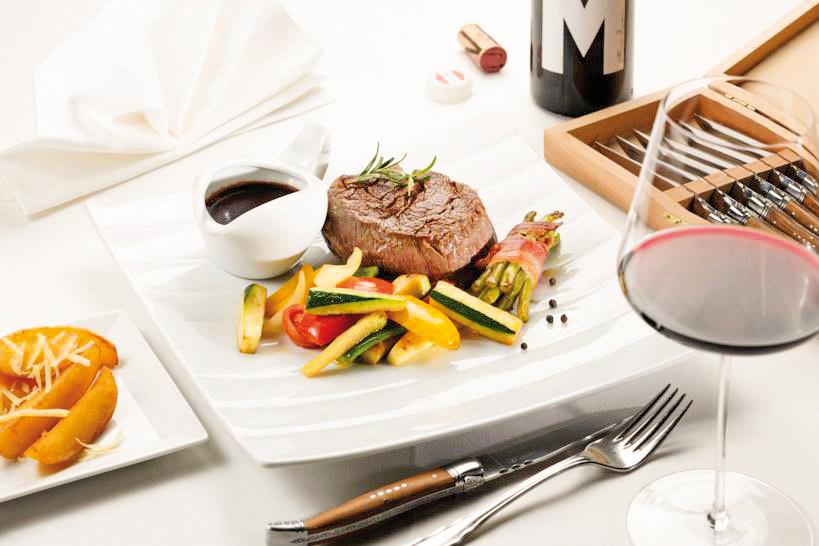 Saftiges Steak mit frischem Grillgemüse | © Bernhard Bergmann