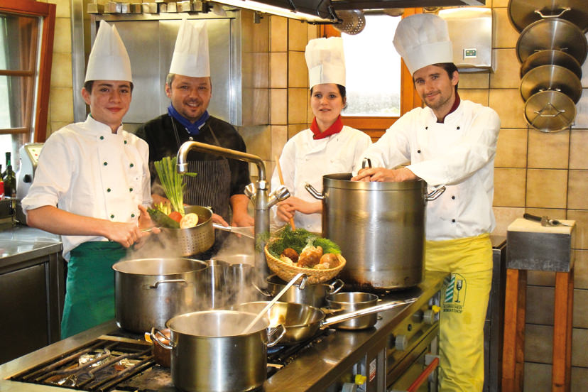 Die Chefs in der Küche | © Kaminstubn
