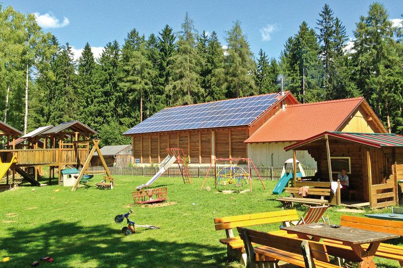 Spielplatz und Photovoltaik | © Bio-Hotel - Alpengasthof Koralpenblick
